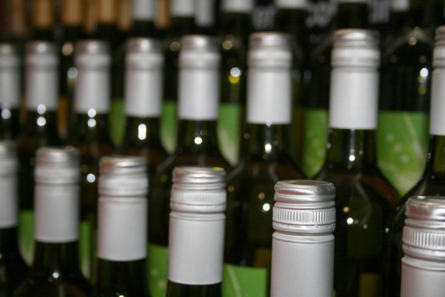 Три млн литров нелегального алкоголя изъяли вСибири