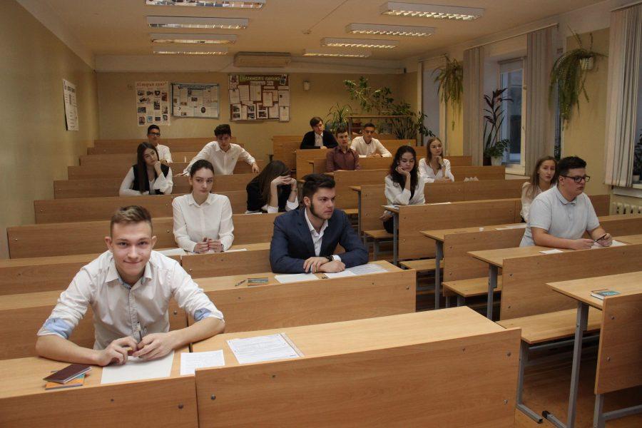 ВХабаровском крае 37% школьников выбрали причины измены темой итогового сочинения