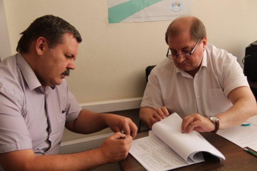 Претенденты вгубернаторы Кубанов иМихайлов сдали подписи всвою поддержку