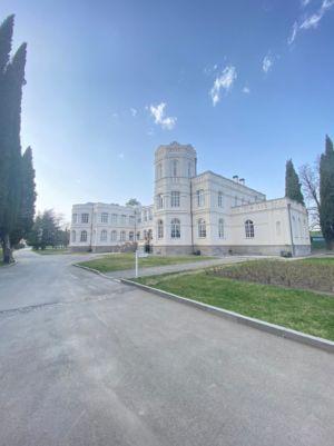 Винодельня Шато Мухрани недалеко от Тбилиси