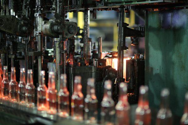 Завод «Экран» увеличил производство облегченной бутылки в 1,5 раза