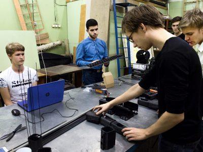 Студенты НГТУ сделали гибрид квадрокоптера и самолета