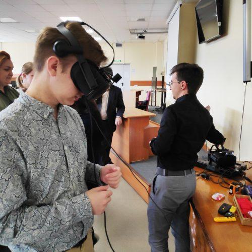 Новосибирские студенты опробовали первый VR-симулятор болезней глаз