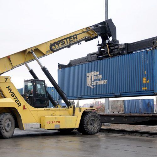 Перевозки контейнеров на ЗСЖД