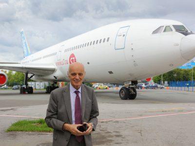 Аэропорт Толмачёво посетил главный конструктор ПАО «Ил» Николай Таликов