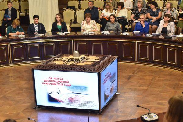 Декларации о доходах представили более 13,2 тысяч гражданских и муниципальных служащих
