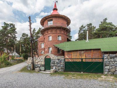 Отель «Старый замок» в п. Кудряшовском выставлен на продажу