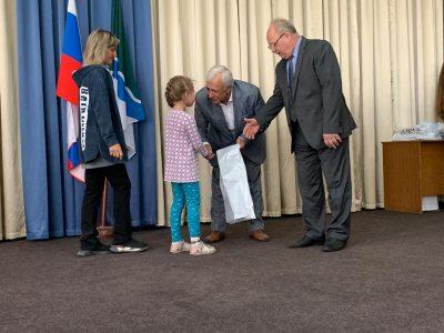 Нуждающимся в школьной одежде помогли новосибирские швейники