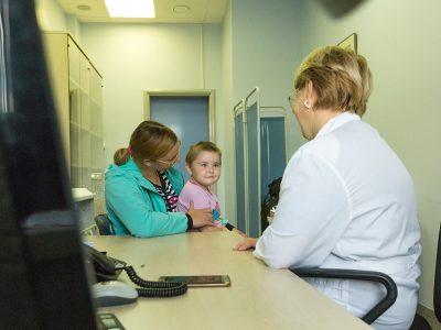 Клиника Мешалкина начала проводить лучевую терапию детям