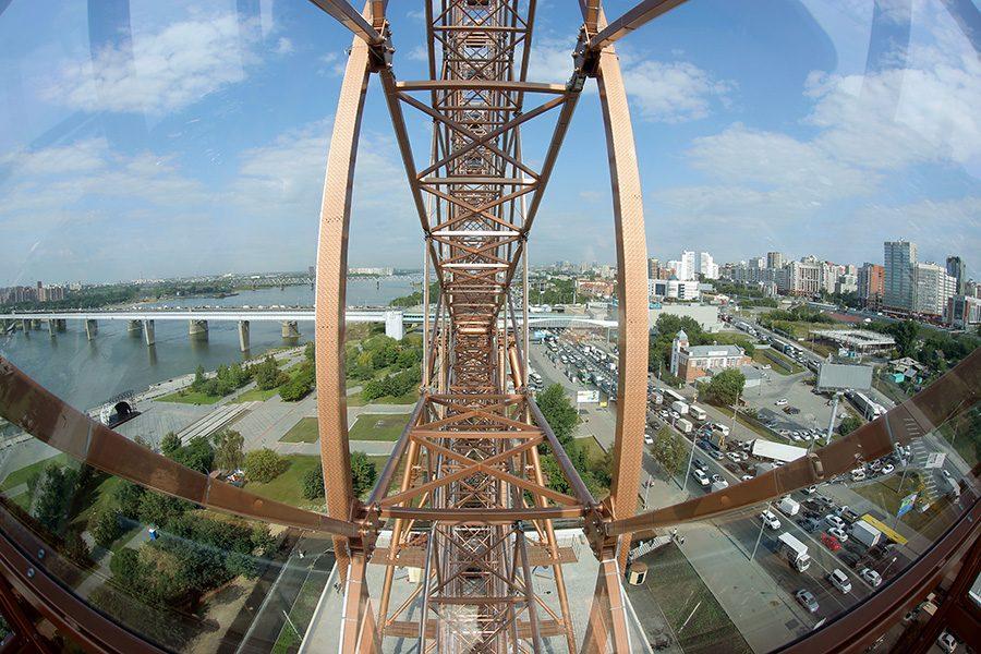 На Михайловской набережной открылось новое колесо обозрения
