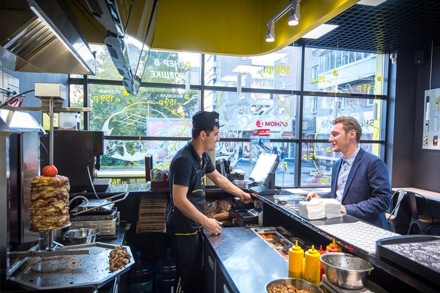 Компания «Дядя Дёнер» заработала на кафе и производстве