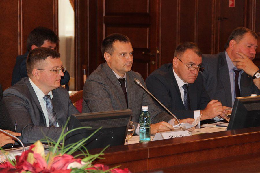 Депутаты опять начали «раскачивать» резонансную тему, правительство пока отбивается.