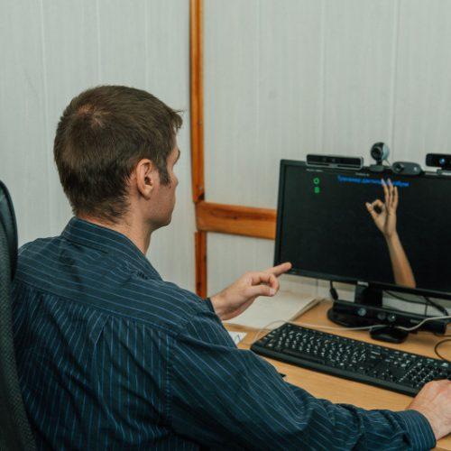 Программист НГТУ НЭТИ обучил систему переводить жесты на русский язык