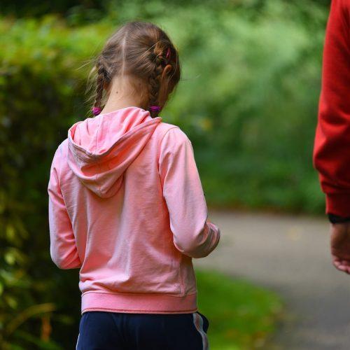 Профессиональные «забиратели» детей из школы и детсадов стали популярнее