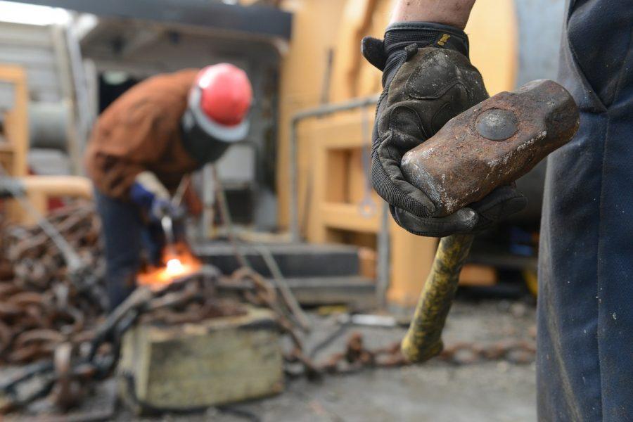 Рабочие строительной компании больше двух месяцев не получают зарплату