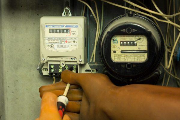 Новосибирцев предупреждают о мошенниках, предлагающих купить электросчетчики