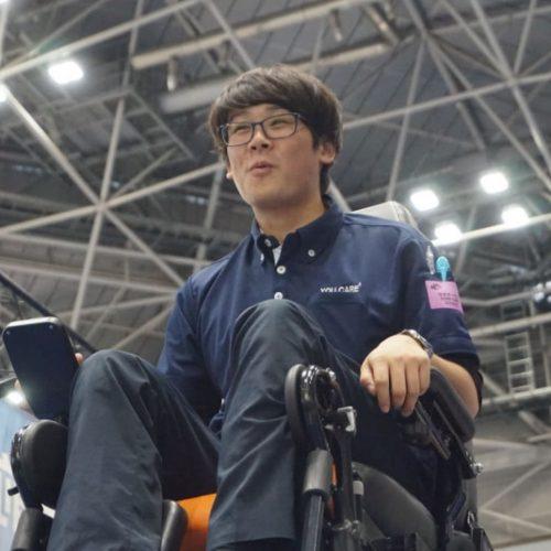 В Китай начались поставки уникальной российской инвалидной коляски-вездехода