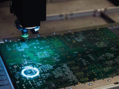 В НГТУ НЭТИ наладили выпуск учебного комплекса для печати микросхем