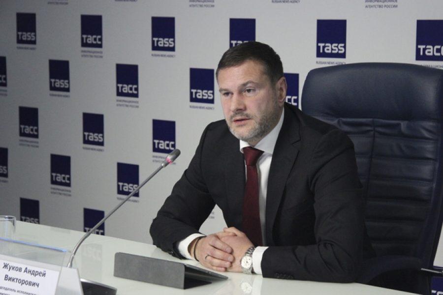 Андрей Жуков улетает работать в тёплые края.