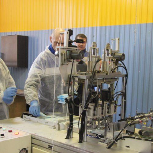 Коронавирус подстегнул производство масок для Новосибирской области