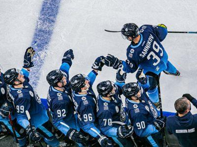 В хоккейном клубе «Сибирь» массовое заражение коронавирусом