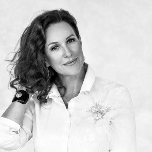 Заместитель директора Новосибирской филармонии Алена Болквадзе награждена Орденом Франции