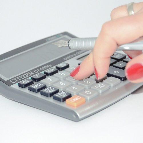 К новосибирским приставам поступает меньше требований по взысканию зарплаты