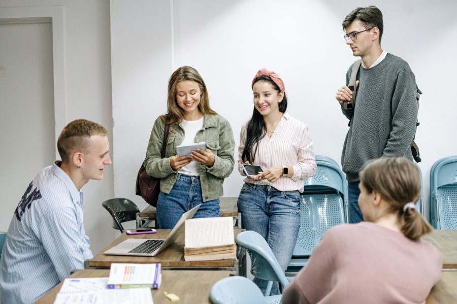 Минпросвещения вдвое сократит количество специальностей в колледжах