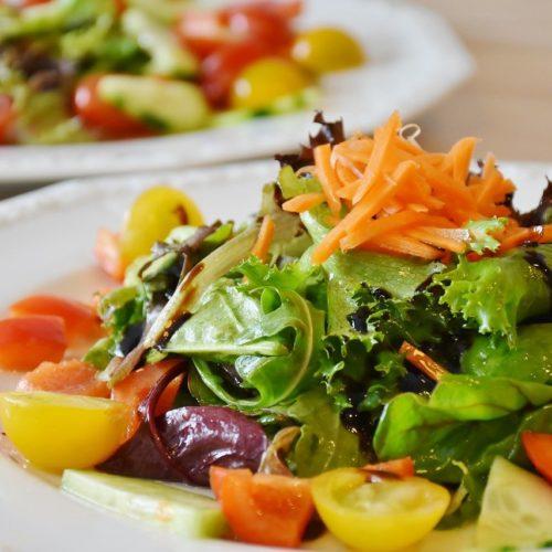 В новосибирских школах из меню временно убрали салаты из сырых овощей