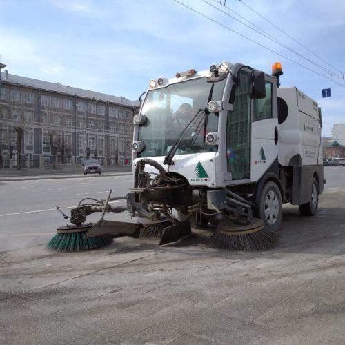 Центр Новосибирска моют с шампунем