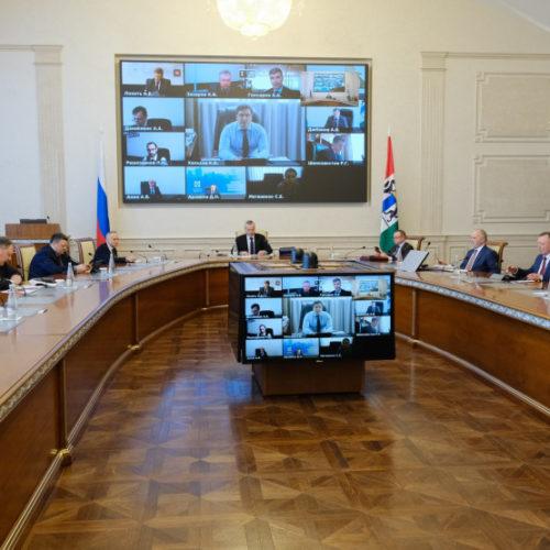 Новосибирский губернатор отстал от большинства замов по доходам