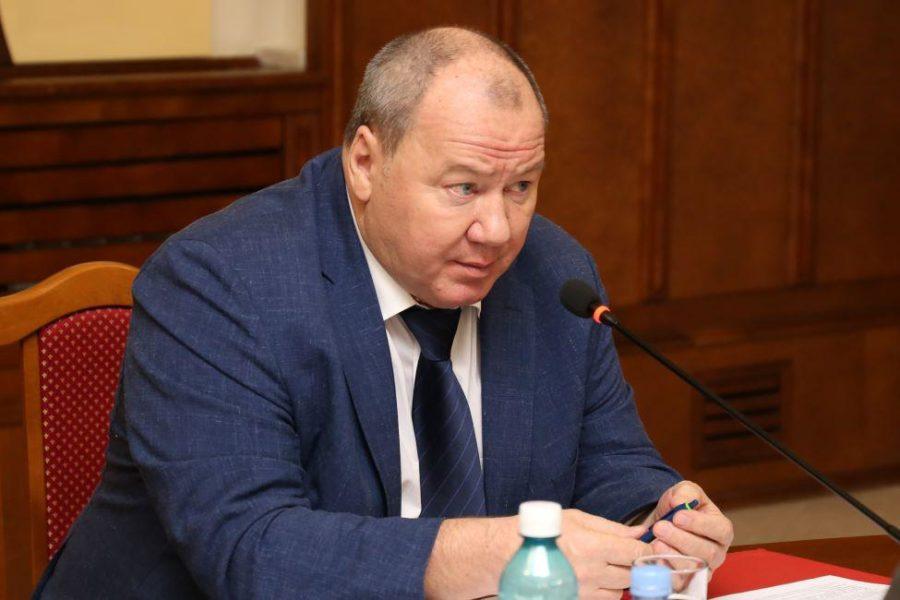 Депутату запретили приближаться к собственной птицефабрике