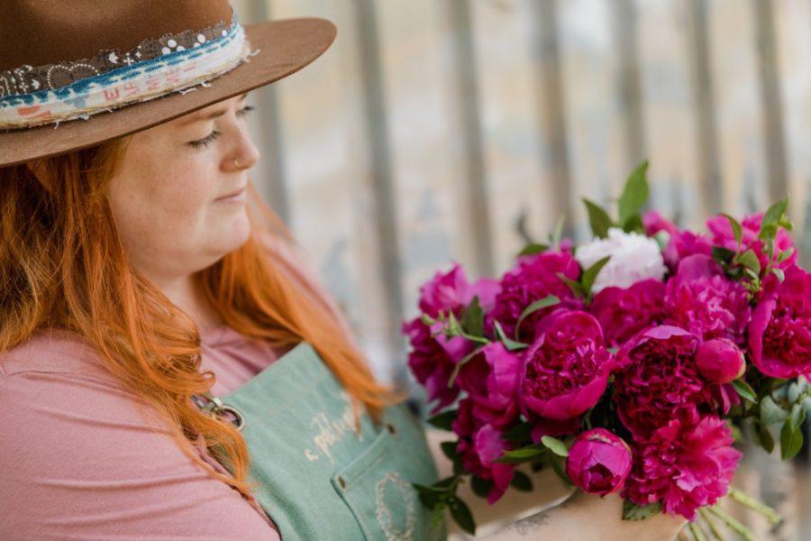 Доставку цветов запустил Delivery Club в Новосибирске